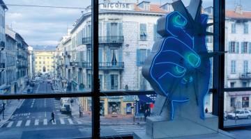 La città di Nizza vista dal Mamac, il Museo d'arte moderna e contemporanea