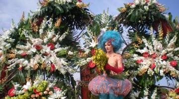 Nizza, città dei fiori, realizza splendide   decorazioni per  i carri di Carnevale
