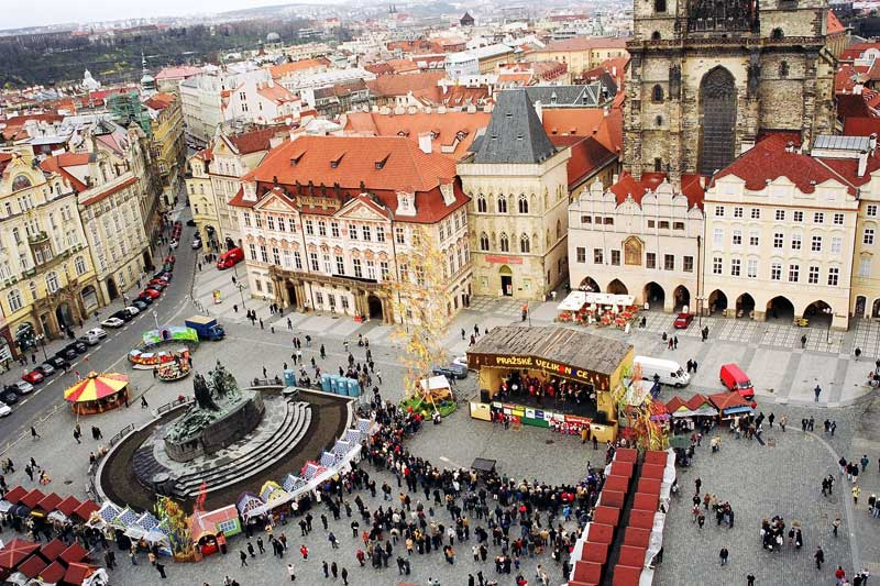 Una veduta dall'alto della Piazza della Città vecchia (foto: CzechTourism.com)