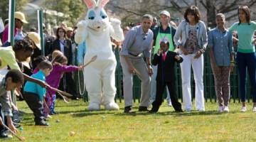 Nel giorno di Pasquetta Michelle e Barack Obama giocano con i bambini nel giardino della Casa Bianca  (foto: www.whitehouse.gov)