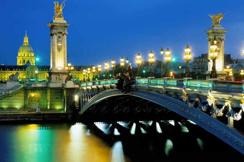 Pont Alexandra a Parigi (foto Alamy/Milestone Media)