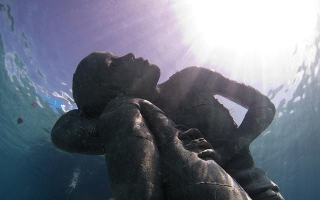 Foto Bahamas: un colosso subacqueo per salvare il pianeta...