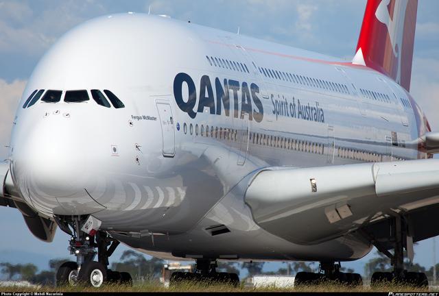 Decolla l'aereo più grande del mondo (sulla rotta più lunga)