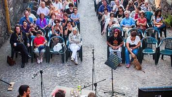 In quell?angolo di Sardegna lo chiamano Cabudanne de sos poetas, ovvero il Settembre dei poeti (foto: Facebook/Settembre dei Poeti)