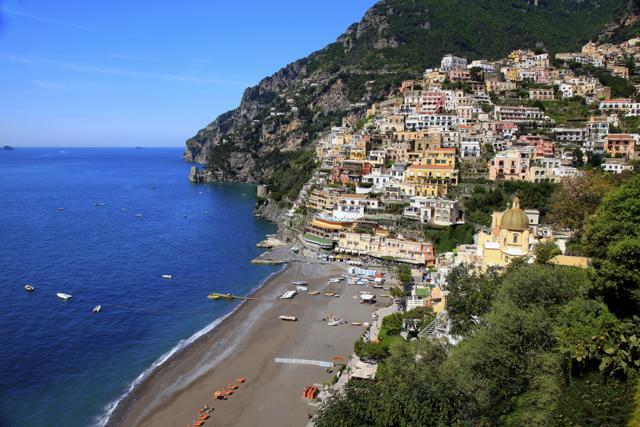 Bandiere verdi: le 18 nuove spiagge italiane a misura di bambino
