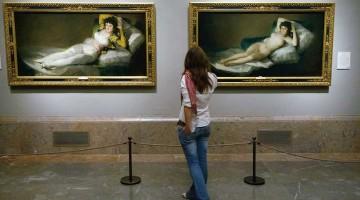 Le due Maja di Goya in una sala del Prado, il più grande museo di Madrid (foto: PromoMadrid/Max Alexander)