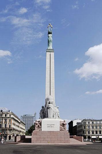 Il monumento alla Libertà: le tre stelle rappresentano le tre regioni della Lettonia (foto: Latvian tourism development agency)