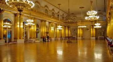 Salone all'interno dell'Hermitage, il celebre museo di San Pietroburgo