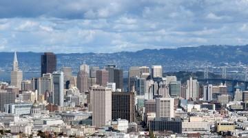 La vista dalla collina di Twin Peaks di San Francisco arriva fino a Oakland e Berkeley (foto: San Francisco Convention & Visitors Bureau/foto Lewis Sommer)