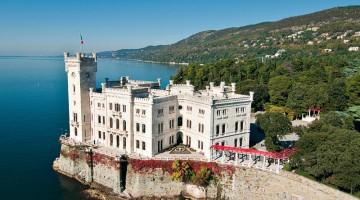 Il Castello di Miramare era la romantica dimora di Massimiliano d?Asburgo, fratello minore dell?imperatore Francesco Giuseppe, e di sua moglie Carlotta