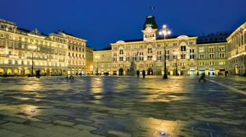 Piazza dell'Unità d'Italia, a Trieste, è una delle più grandi piazze in Europa ad essere affacciata sul mare