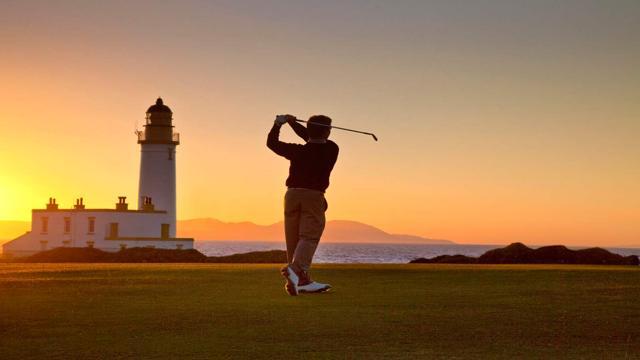 Foto Golf spettacolo: 15 green vista mare
