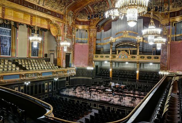 La  kermesse di primavera offre rendez-vous di musica classica, lirica, jazz, balletto, teatro, performance artistiche, arti visive e programmi da camera nei luoghi più belli e imperdibili della città (credit: Hungarian Tourism Ltd).