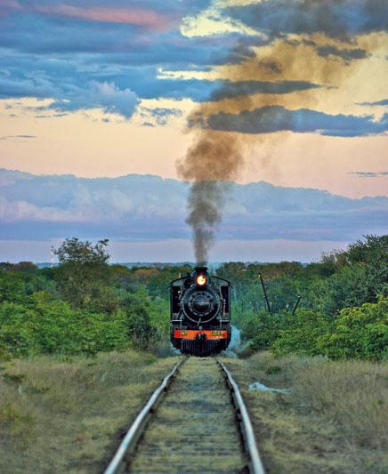 Il Royal Livingstone Express, storico treno a vapore che attraverso lo Zambia