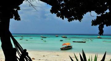 Mare turchese e spiagge color borotalco caratterizzano Zanzibar, l'isola al largo della Tanzania (foto: Alamy/Milestonemedia)