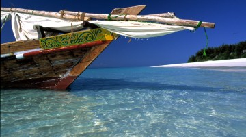 Un dhow, imbarcazione tipica nei mari di Zanzibar