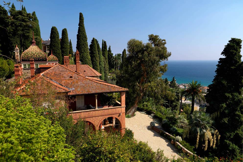 Liguria: agapanti e loti a Villa della Pergola