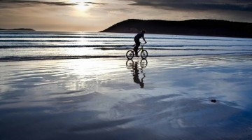 cycling_in_the_sea-2048×1536-2