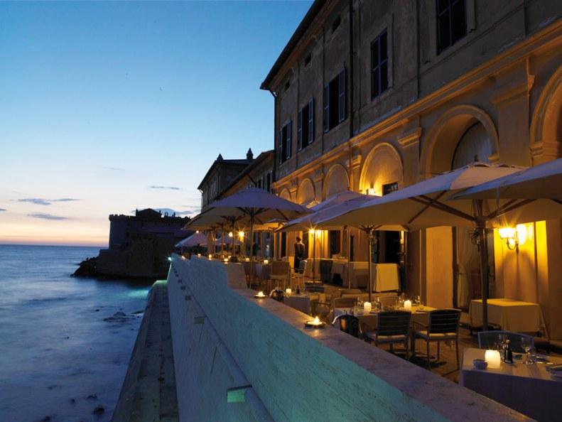 15 hotel da urlo con i piedi nell'acqua. Da Ladispoli alle Maldive