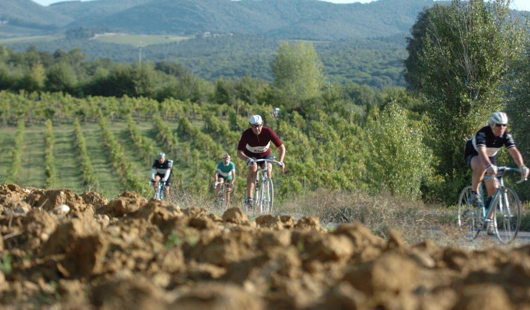 Eroica: nel Chianti, con bici d'epoca e baffetti