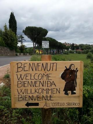 Ostelli e locande accolgono i pellegrini lungo il tragitto della Via Francigena. L'Ostello Sigerico si trova a Gambassi Terme, in provincia di Firenze.