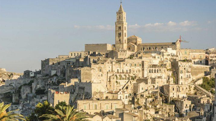 Foto Italia: 20 borghi nella roccia da visitare ora
