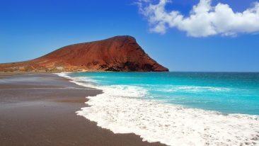 Una delle più belle spiagge delle Canarie è Playa de la Tejita a Tenerife