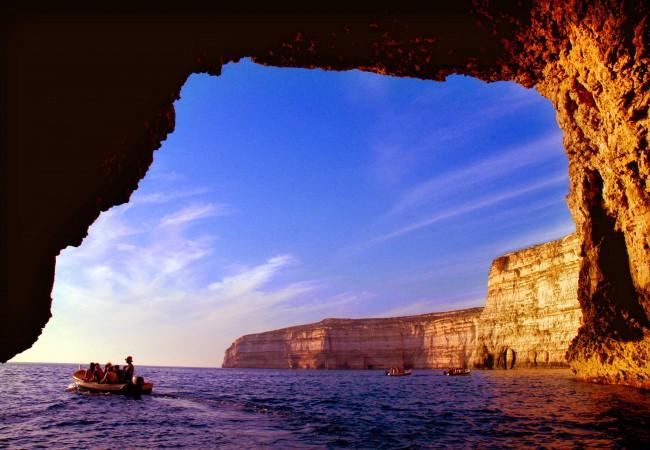 Boat-Trips-at-Dwerja,-Gozo,-photo-by-Reno-Rapa