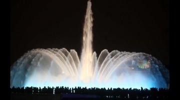 Lima estrena la mayor pantalla de agua del mundo en un parque municipal