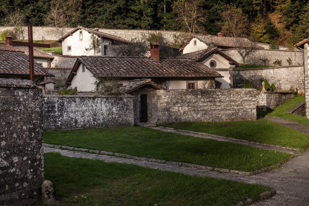 8 mete dello spirito nell'Italia del silenzio