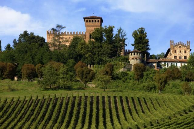 Piemonte 25 castelli dove dormire gallery immagine 1 for Soggiorno castello