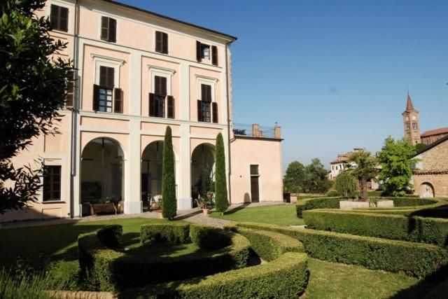 Piemonte 25 castelli dove dormire gallery immagine 18 for Quattro stelle arredamenti prezzi