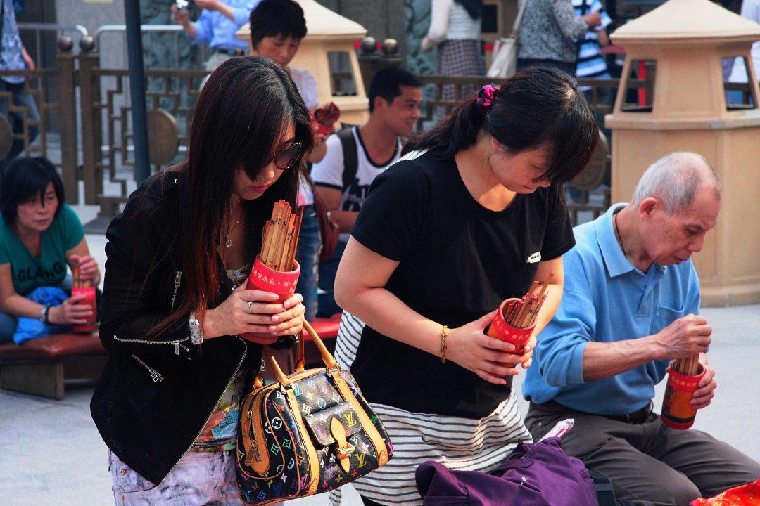 Hong Kong, templi, grattacieli e banacarelle