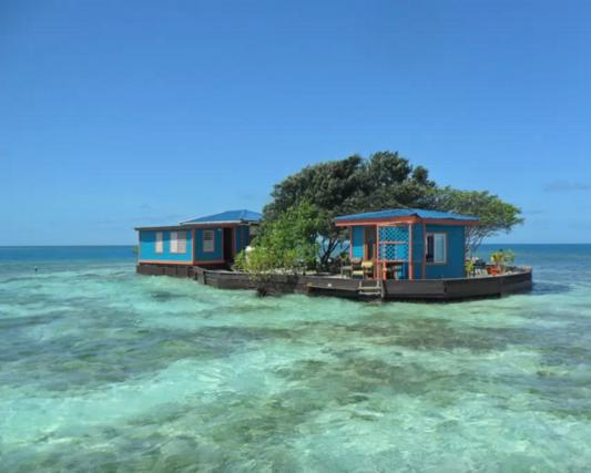 Bird Island, Belize: 3 camere da letto, 1 bagno, 4 posti letto, accesso a Internet, 319 euro/notte, trasferimento incluso, minimo 2 notti. Info qui.