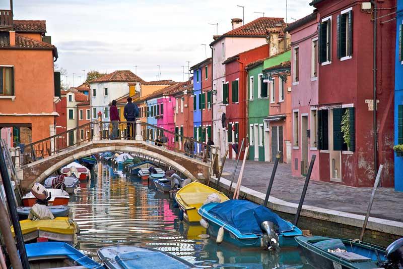 Le 23 strade colorate pi belle del mondo gallery for Arredamenti delle case piu belle