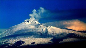 In viaggio tra i vulcani Etna Sicilia trekking sui crateri
