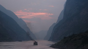 1920px-Dusk_on_the_Yangtze_River