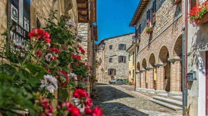 Foto Borghi più belli d'Italia: 15 paesi Bandiera Arancione dove portare i bambini