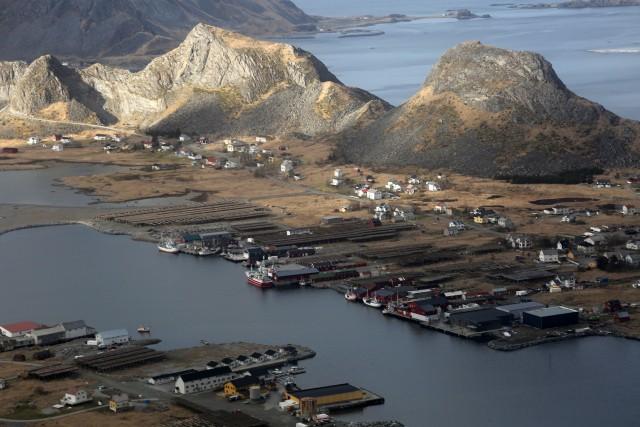 Le Lofoten, le isole più calde del Nord, grazie alla Corrente del Golfo. Tra pareti a strapiombo su un'acqua color turchese e villaggi di pescatori, si potrà vivere la vera atmosfera della natura artica