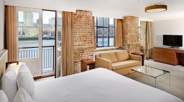 DoubleTree by Hilton London-Docklands Riverside King Guest Room
