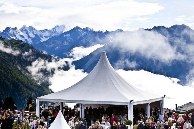 Vista sulle montagne  e gran folla ai concerti  di Festival Verbier