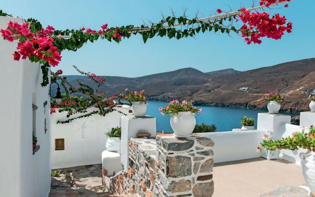 Dove l'acqua è più blu: 30 isole greche da scoprire quest'estate