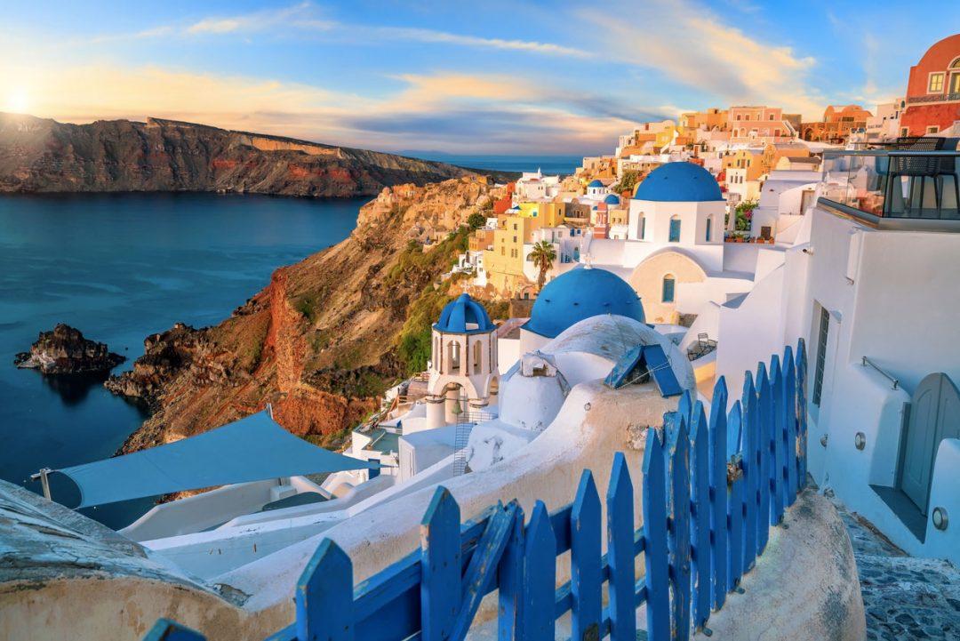 Santorini tra le Isole greche più belle consigliate per una vacanza