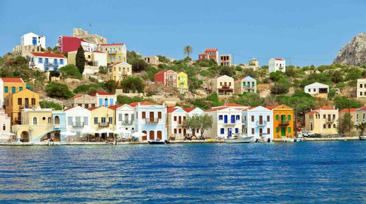 """Foto Cosa vedere a Kastellorizo, isola greca """"Covid free"""": le spiagge, gli hotel e i tramonti sul mare"""