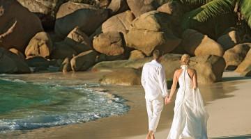 2-lemuria-seychelles-wedding-on-beach-2