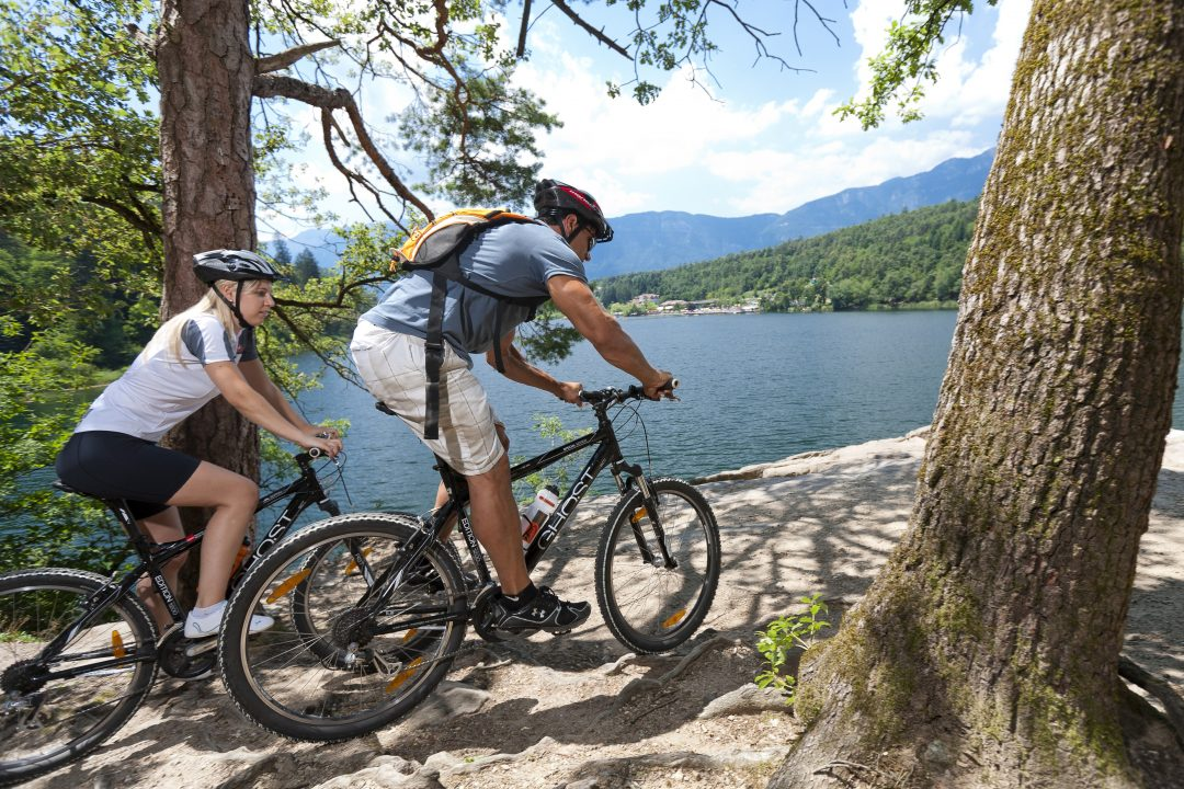 In bici in Alto Adige, tra vette e vigneti