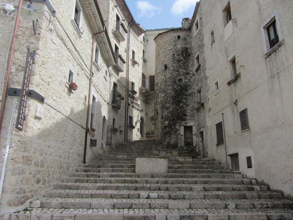 L'Italia dei borghi bella e disabitata. A forte rischio terremoti