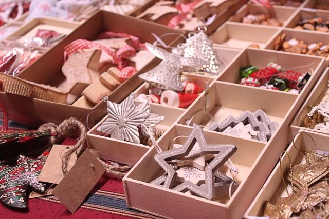 Tanti gli oggetti in vendita nei mercatini di Natale, dalle palline per l'albero ai vestitiin lana cotta