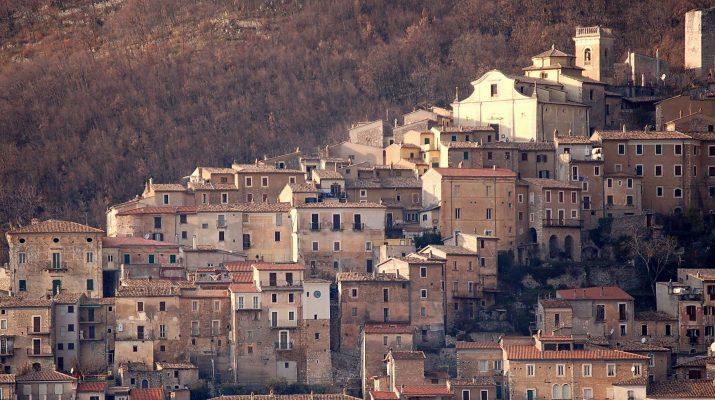 Foto L'Italia dei borghi bella e disabitata. A forte rischio terremoti