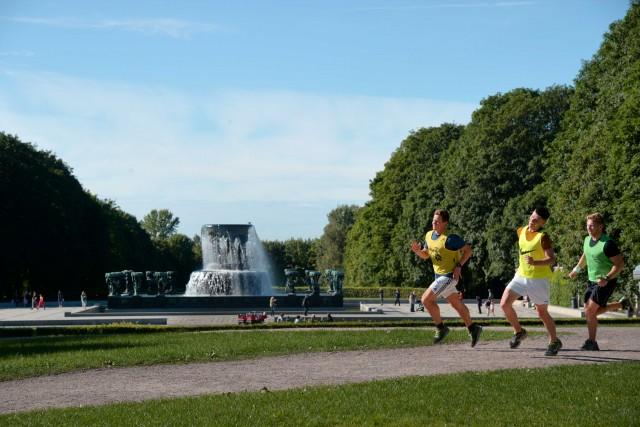 Jogging nelVigelandsparken, il toccante parco di sculture di Gustav Vigeland. Il senso della vita in marmo e bronzo.